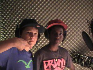 Jan (links) und Abdulai im Studio