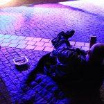 Obdachlose und Unterstützer trafen sich, um im Schlafsack gegen Wohnungsnot zu protestieren
