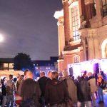 600 Hamburger sind der Einladung zur Nacht der Wohnungsnot am Michel gefolgt.