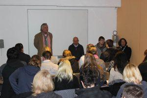 Jens Ade, die Hinz&Künztler Thorsten und Tobias und Sozialarbeiter Stephan Karrenbauer standen Rede und Antwort.