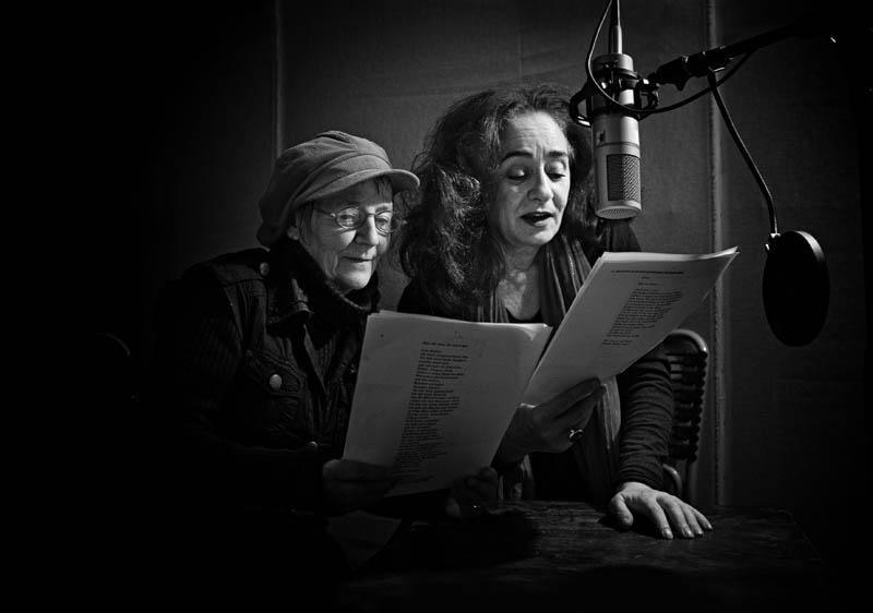 Tatort Tonstudio: Steffi Neils (links) und Mechthild Großmann bei der Arbeit.