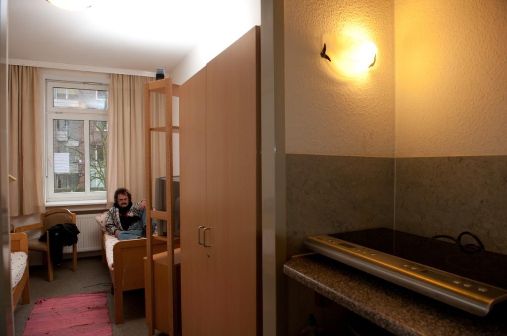 Neulich machte Schublade noch Platte vor C&A, jetzt hat er ein Einzelzimmer.