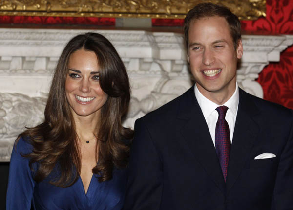 Price William mit seiner Verlobten Kate Middleton; Foto: REUTERS/Suzanne Plunkett/files