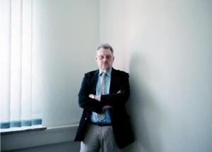 """""""Ich finde es ungerecht und unanständig, was da passiert"""", sagt Peter Hüfken. Der Stralsunder Behördenchef will nicht akzeptieren,  dass Arbeitgeber miese Löhne zahlen und ihre Mitarbeiter zu ihm schicken mit dem Hinweis, sie könnten ja Hartz IV beantragen. Warum andere  nicht seinem Beispiel folgen? """"Das müssen Sie die fragen!"""""""