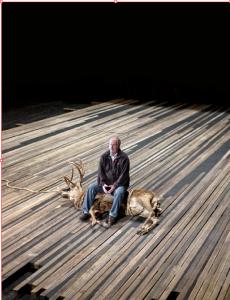 Peter Maertens auf Hirsch:  Im neuen  Hamlet spielt  er den Totengräber.