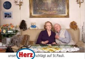 """""""Hier samma hier bleibn ma"""": Eins von sechs Motiven der Postkartenaktion"""