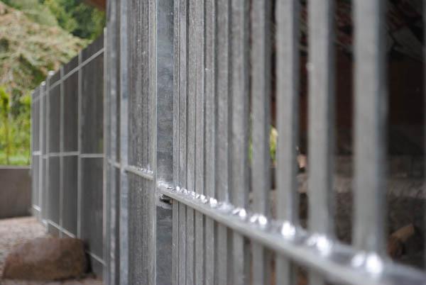 Hier kommt keiner vorbei: Zaun an der Kersten-Miles-Brücke