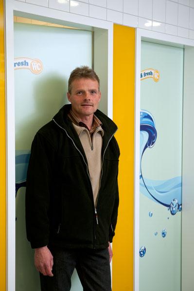 Andreas Utt kennt sich aus: Seine Firma hat auch die Toilettenanlage am Hamburger Hauptbahnhof gebaut. Foto: Mauricio Bustamante