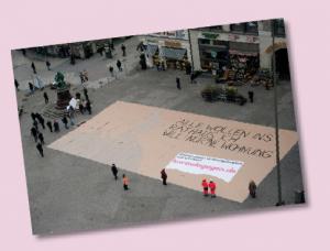 Höhepunkt unserer Kampagne gegen Leerstand im Jahr 2011: Die Agentur JWT  präsentiert ein Riesenplakat auf dem Gänsemarkt.