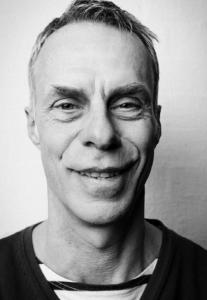 """Dirk Bielefeldt alias """"Herr Holm"""" wurde am Anfang oft verhaftet: Das unbefugte Tragen einer POLIZEIUNIFORM ist schließlich verboten. Foto: Daniel Cramer"""
