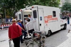 Rollende Praxis: Seit fünf Jahren versorgt das Team des Zahnmobils Obdachlose auf Hamburgs Straßen.