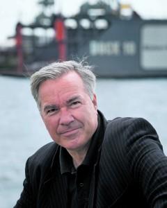 War mal Reifen-Händler, hat drüben im Hafen gejobbt.  Nun hat Hamburgs Soulgröße  Stefan Gwildis eine fulminante  Jazz-CD eingespielt.