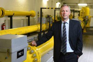 """""""Bei uns arbeiten viele Menschen mit Herzblut, nicht nur ich"""", sagt E.ON-Vorstand Matthias Boxberger, hier in der Gasübergabestation."""