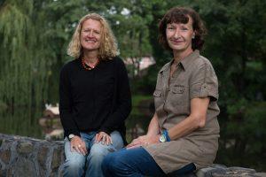 Zwei von mehr als 2000 unverzichtbaren Unterstützern: Ulrike und Gabriele Thienel  tragen mit ihrer Mitgliedschaft im Hinz&Kunzt-Freundeskreis zum finanziellen Fundament des Projekts bei.