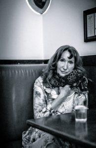 """Gisela Stelly  war Journalistin und Filmemacherin, doch  beruflich """"richtig angekommen"""" fühlt sie sich erst als Autorin."""