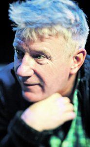Einen widerborstigen Alten spielt Jörg Schüttauf in der Bühnenadaption von Jonas Jonassons Bestseller. Das Buch hat  er allerdings noch nicht zu Ende gelesen.