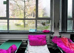 Hell und aufgeräumt: Im  Gegensatz zur Notunterkunft in der Spaldingstraße kann man in der Schule Weddestraße die Fenster immerhin öffnen.