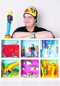 """Tamara Keitel arbeitet beim Kulturkollektiv """"Barner 16"""". Ihre Installation erzählt von Einsamkeit und Isolation. In der Ausstellung wird ihre Kunst mit einem eigens dafür geschriebenen Song begleitet."""