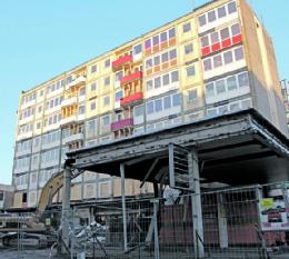 Bis Ende April soll der ABRISS der Esso-Häuser auf St. Pauli abgeschlossen werden. Wie es danach weitergeht, steht derzeit in den Sternen.