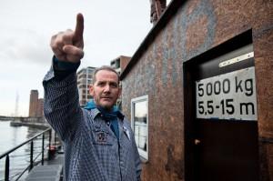 Zeigte in Harrys Hafenbaser seinen besuchern Kurioses aus aller Welt: Gereon Boos. Mit 47 Jahren ist er vergangene Woche gestorben. Foto: Dmitrij Leltschuk
