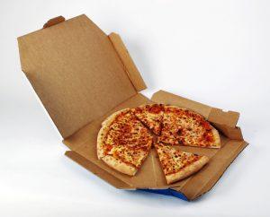 In Eberswalde bekamen Mitarbeiter eines Pizzabringdienstes nur xxxx Stundenlohn und brauchten Unterstützug vom Amt, um über die Runden zu kommen. 11.000 Euro Entschädigung für diese aufstockenden Leistungen muss der Arbeitgeber jetzt erstatten.