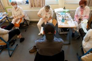 Mehr als schöne Nägel: Gepflegte Füße gehören zum Wohlfühlen dazu. Um das möglichst vielen Gästen zu ermöglichen, behandeln sechs Fußpflegerinnen im Akkord.