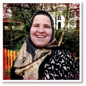 Birgit Kalender wohnt seit zehn Jahren im Heestweg in Rahlstedt und weiß, was hier los ist. Trotz der alles beherrschenden Geräuschkulisse findet sie es eigentlich ziemlich ruhig hier.