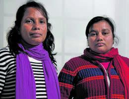 Gewerkschafterin Safia Parvin (links) und NÄHERIN Shila Begum sind durch Europa gereist, um ihrer Forderung nach Entschädigung Nachdruck zu verleihen.