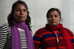 Safia Parvin (links) und Shila Begum sind nach Hamburg gekommen, um von deutschen Unternehmen Entschädigungen zu fordern.