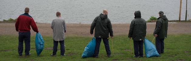 """Müll sammeln und früher freikommen: Häftlinge der JVA Billwerder im """"Arbeit statt Haft""""-Einsatz"""