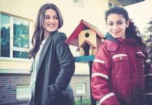 Omaira Noori (links) hat jahrelang in den gelben Häusern in Duvenstedt gewohnt. So gute Bedingungen wünscht sie allen Flüchtlingen, auch der kleinen Tassnim aus Ägypten.