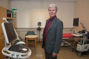 Wenn nicht jetzt, wann dann? Dr. Peter Ostendorf, ehemaliger Chefarzt am Marienkrankenhaus,  fühlt sich privilegiert und möchte mit 75 Jahren etwas davon zurückgeben.