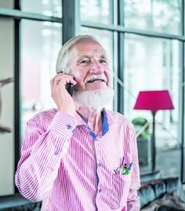 Alle zehn Minuten klingelt sein Telefon: Rupert Neudeck ist ein gefragter Mann. Und viel zu höflich, den Anrufer abzuwimmeln.