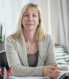 """Anne Harms ist Leiterin der kirchlichen Beratungsstelle FLUCHTPUNKT, die 1994 gegründet und die durch die NDR-Dokumentation """"Abschiebung im Morgengrauen"""" bundesweit bekannt wurde. (Foto: Bertold Fabricius)"""
