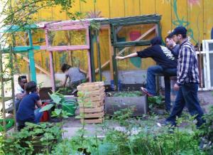 Gemeinsame Gartenarbeit: Eine Aktivität, die das Werkhaus für Wohnungslose anbietet.