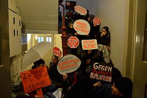 Hamburg - Zwangsräumung erfolglos blockiert