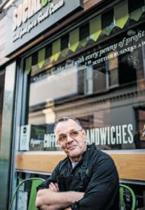 Ian Brown lebte sieben Jahre auf der Straße und verkaufte das Straßenmagazin Bisg Issue in Edinburgh.