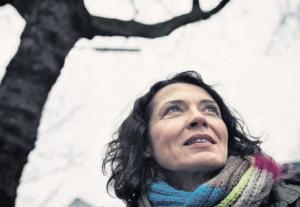 """Für ihr soziales Engagement wurde Ulrike Folkerts 2007 das BUNDESVERDIENSTKREUZ verliehen. """"Es gibt nur leider so wenige Gelegenheiten, wo ich es mal ausführen kann"""", sagt die Schauspielerin augenzwinkernd. Foto: Dmitrij Leltschuk."""