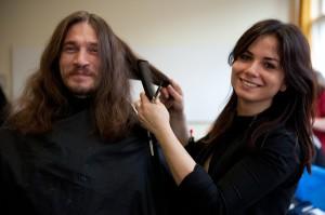 Besonders beliebt beim Wohlfühlmorgen: ein neuer Haarschnitt. Foto: Mauricio Bustamante.