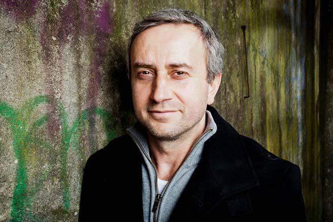 """""""Es kamen keine Tomaten zurück"""" – der Kabarettist KERIM PAMUK nimmt sich in seinen Programmen auch gern selbst aufs Korn."""