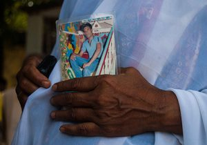 Angehörige trauern 2014 in Dhaka um die Toten des Fabrikeinsturzes.
