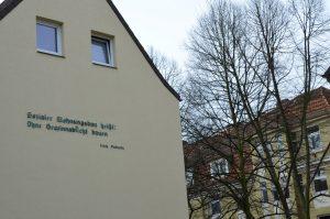 Sozialer Wohnungsbau Zitat Hauswand II
