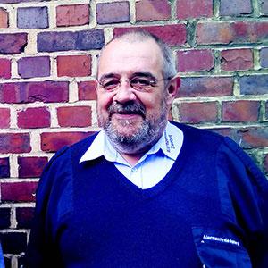 Günter lebte zwei Jahre auf der Straße. Von seinen ersten Einnahmen als Verkäufer kaufte er sich Unterwäsche und Socken. Foto: JOF