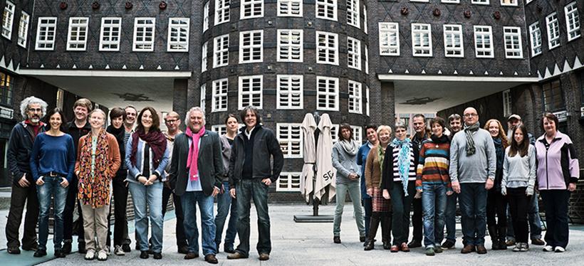 38 Mitarbeiter umfasst das Team von Hinz&Kunzt, darunter 21 ehemalige Verkäufer. Foto: Dmitrik Leltschuk